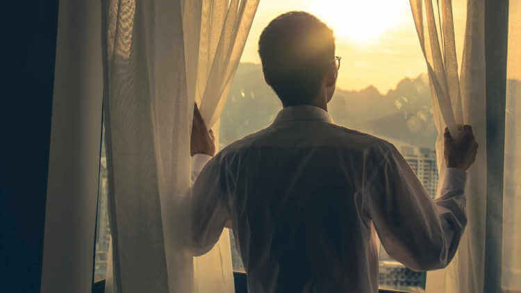 Find out in this article, 7 life changing tips to become a morning person so you can get up easily in the morning and start your days productively.