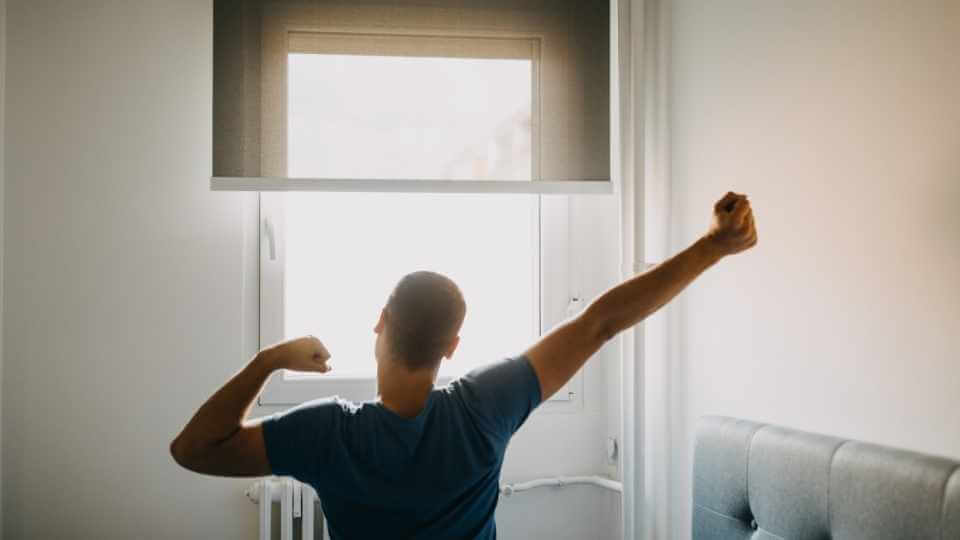 In this post, you will find 6 top reasons to get up early in the morning that will motivate you to become an morning person.