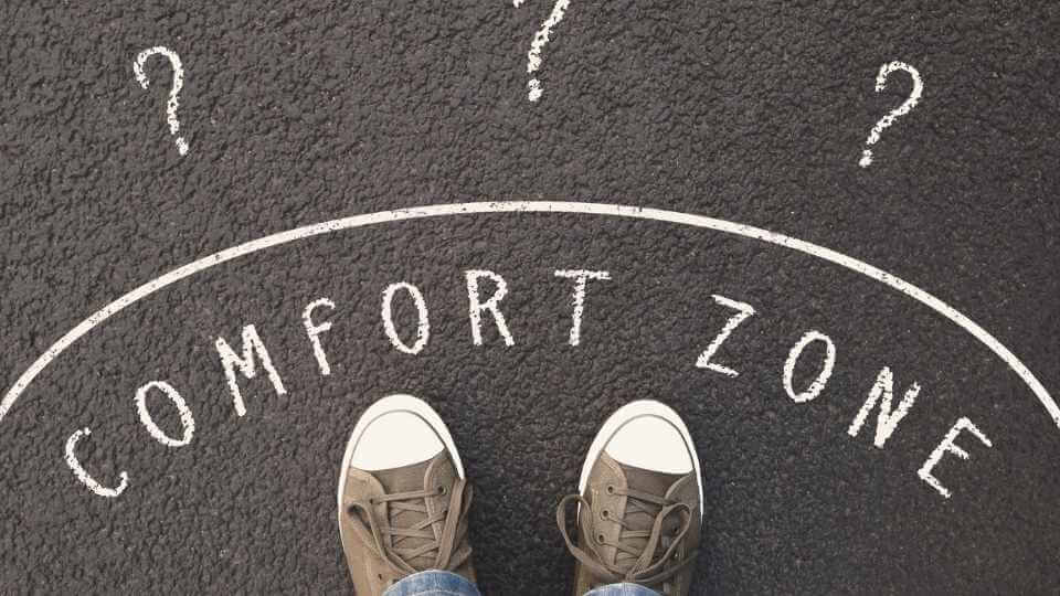 In this post, you will find 7 small things to do to get out of your comfort zone so you can achieve what you want, and live your dreams.