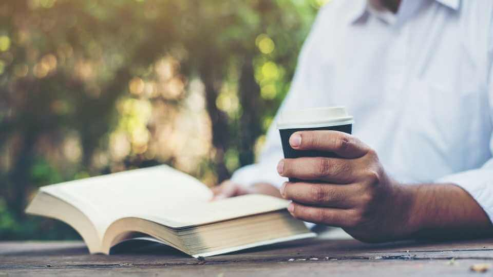 In this article, you will find 24 morning routine ideas to add in your own personal morning routine so you can be a productive all day long.